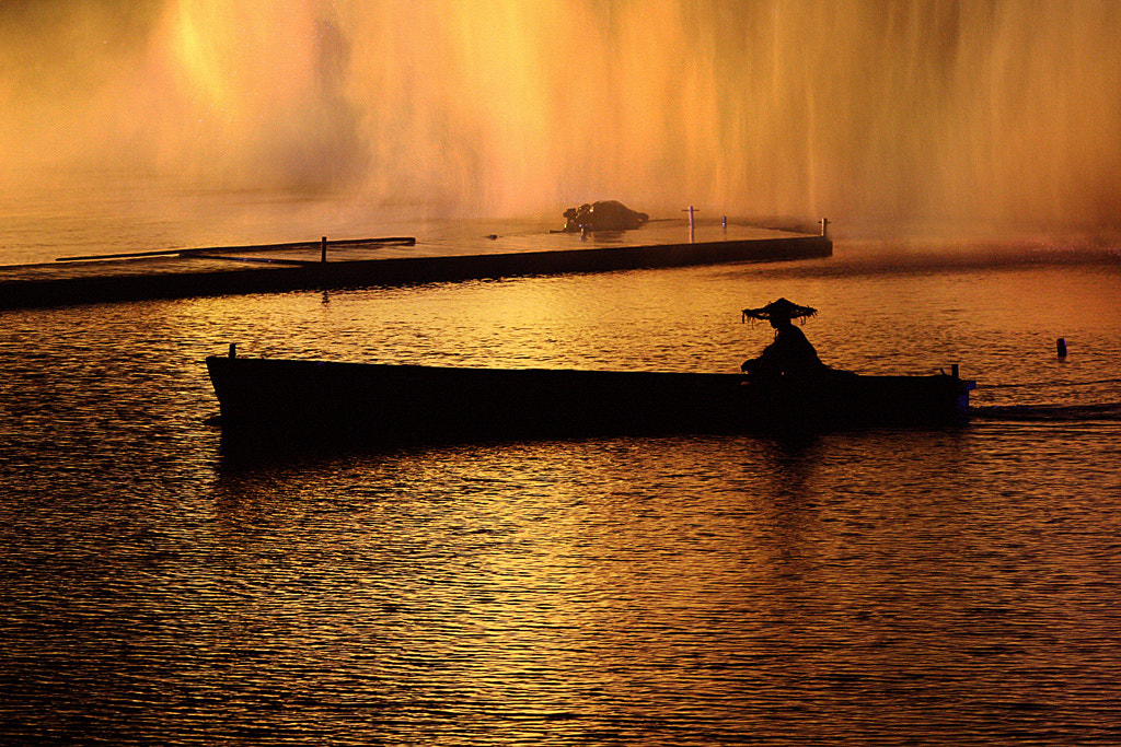 Photograph A boat in China by Pelle Kjorling on 500px