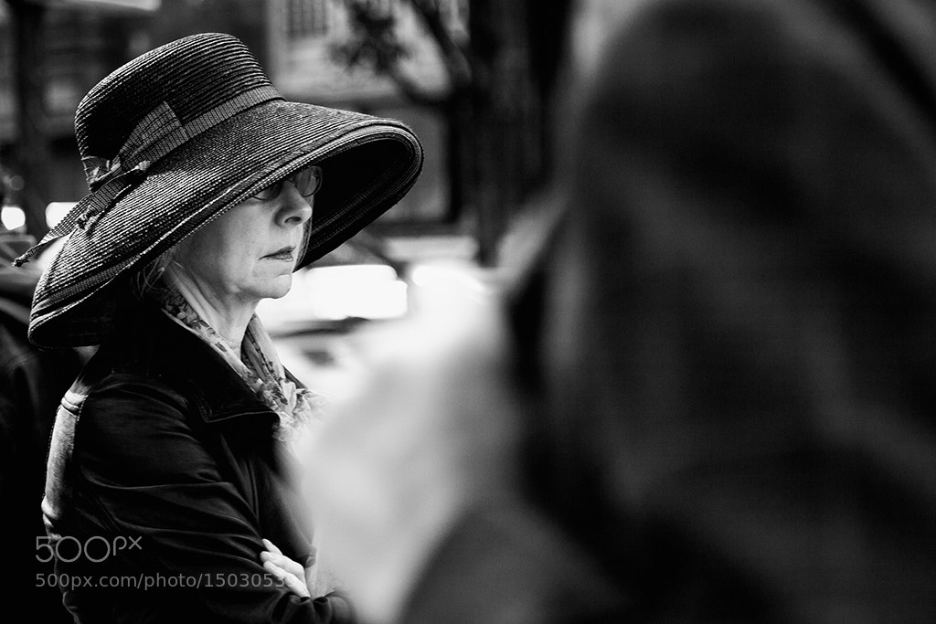 Photograph Dame au chapeau by Regards Parisiens on 500px