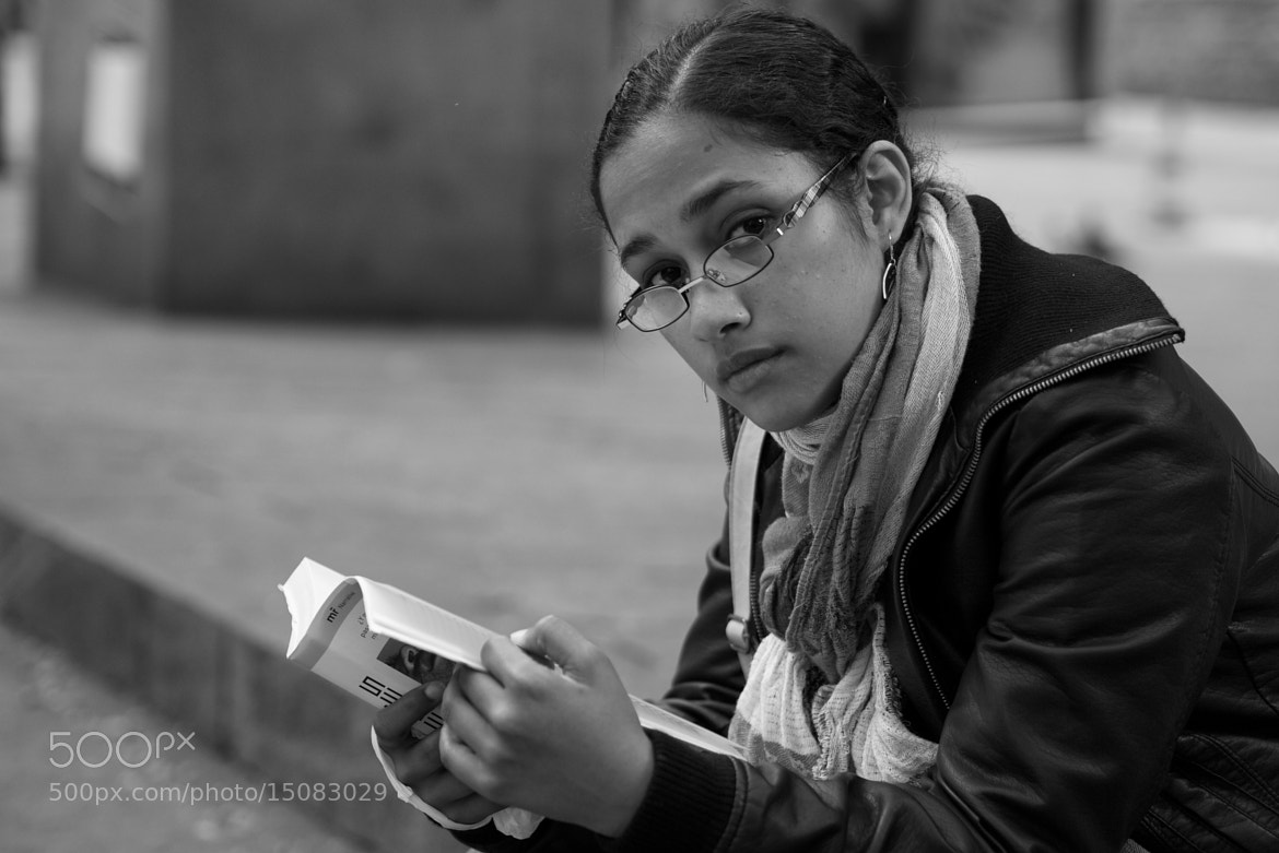 Photograph A reader at Sant Josep Oriol Square by Eduardo Páramo on 500px