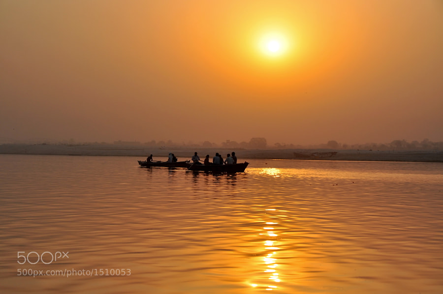 The Ganges, the sacred river of India. Many boats can be found everytime of the day, specially at sunrise and sunset. This picture was taken at Varanasi, the sacred city of hinduism