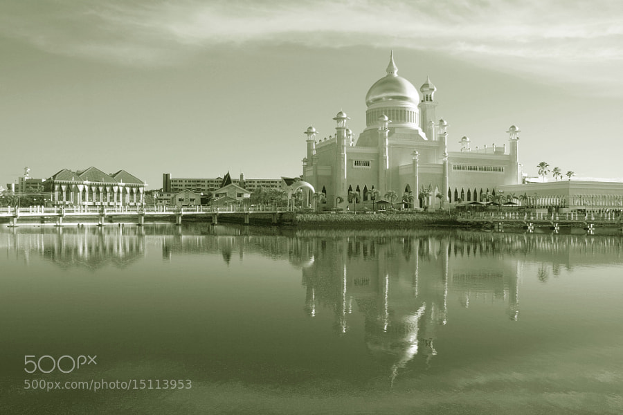 Photograph Sultan Omar Ali Saifuddin Mosque by Vey Telmo on 500px