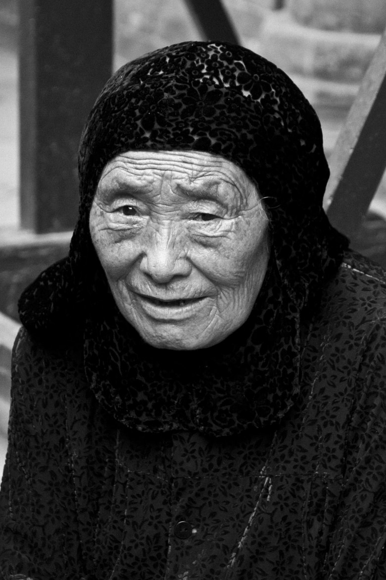 Photograph Chinese Muslim old woman by Raul Curto on 500px