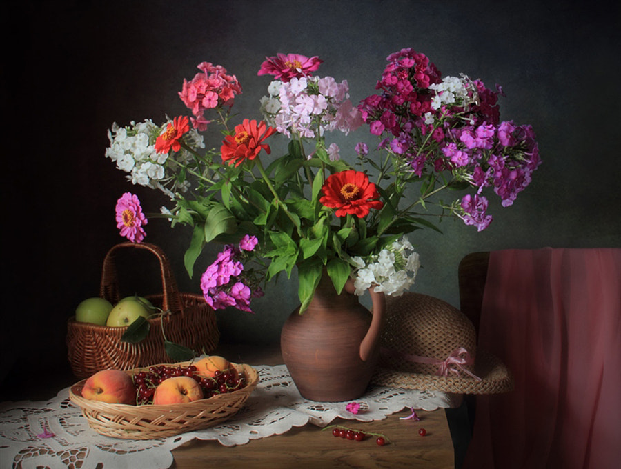 Still life with zinnias and Phlox, автор — Tatiana Skorokhod на 500px.com