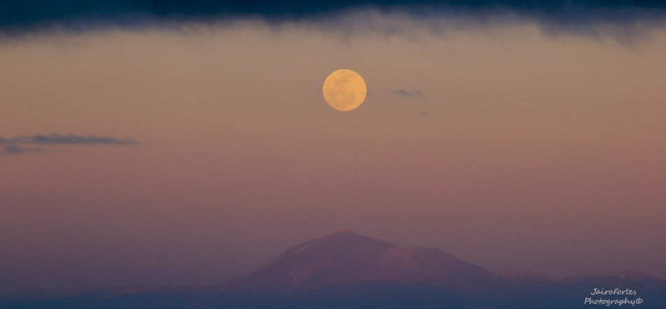 Photograph The big moon by Jairo Fortes Cabrera on 500px