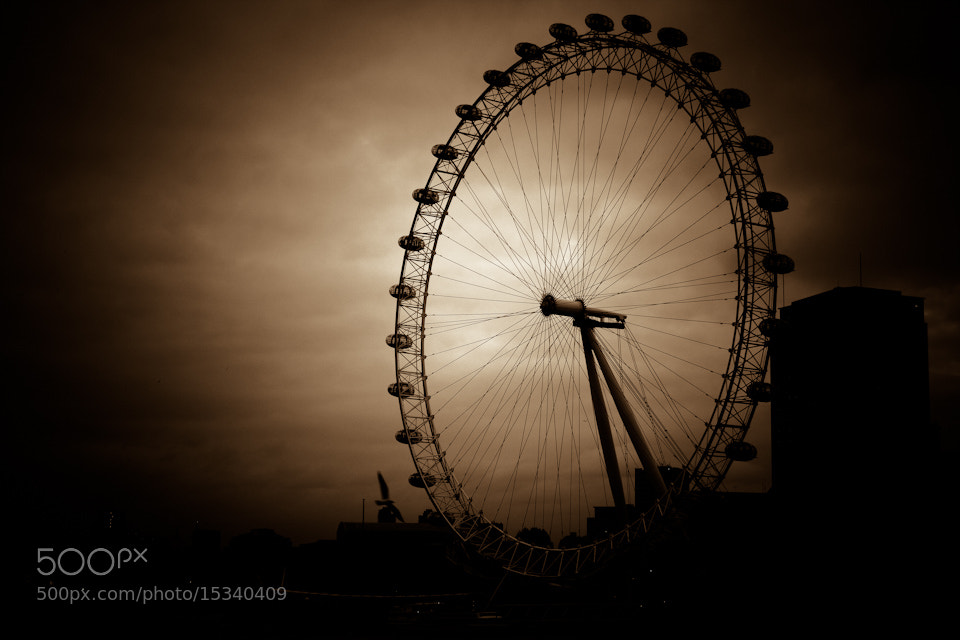 Photograph London eye by Nguyen Nguyen on 500px