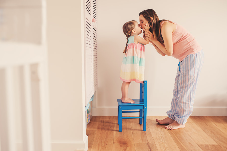 pregnant mother with toddler daughter lifestyle by Maria Kovalevskaya on 500px.com
