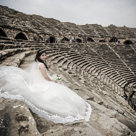 Bride in Roman theatre, Canon EOS 6D, Canon EF 50-200mm f/3.5-4.5L