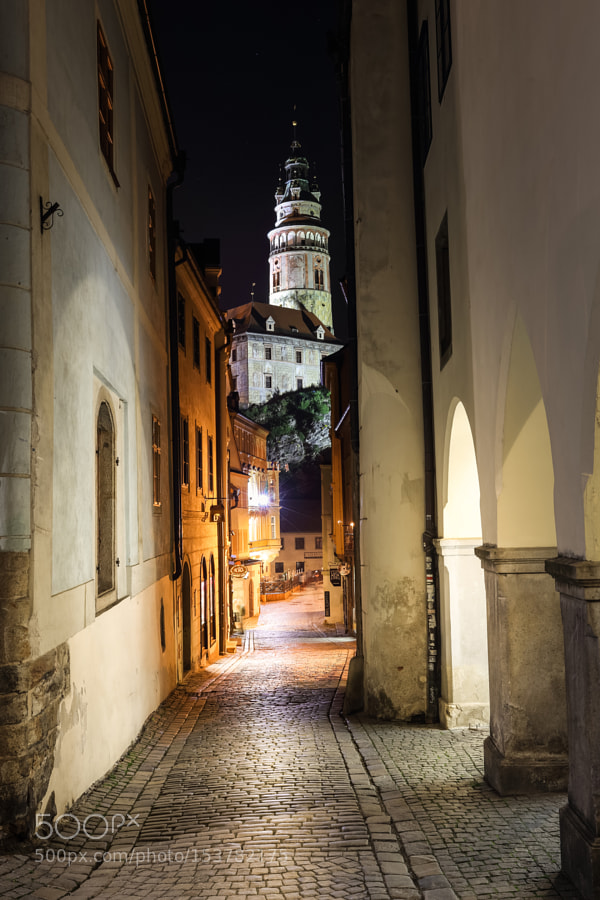 In the small alleys of Český Krumlov by night