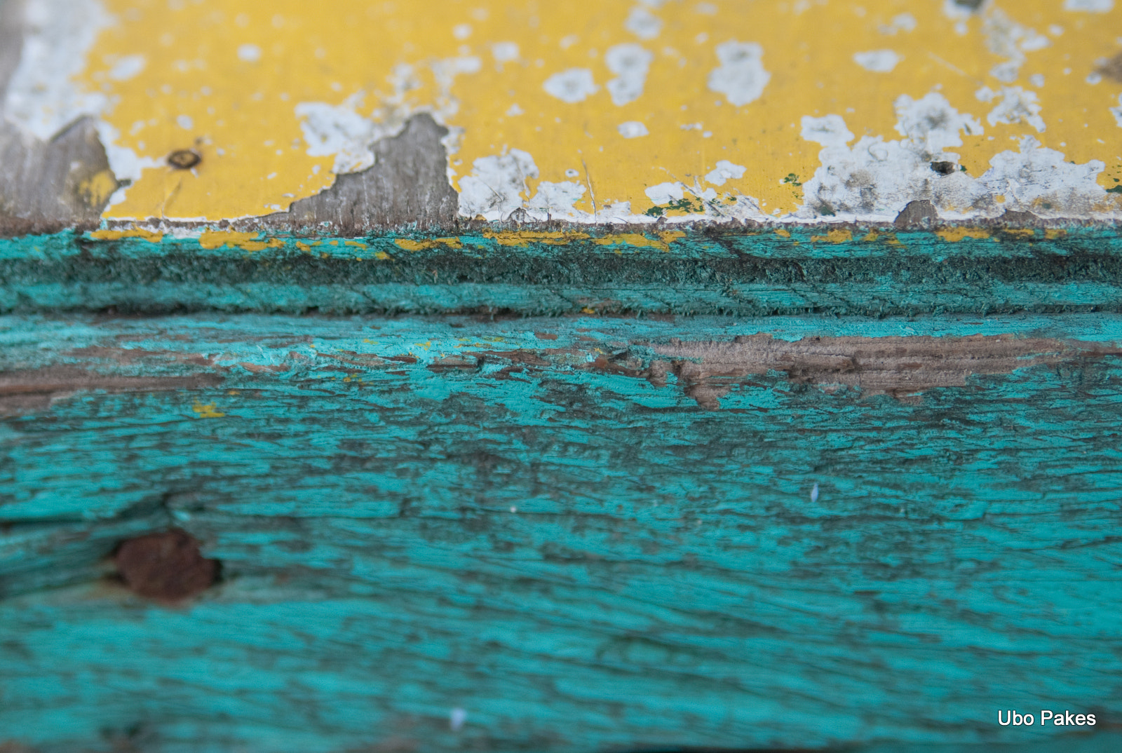 Photograph detail of an old table by Ubo Pakes on 500px