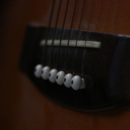 Old guitar, Canon EOS 70D, EF-S18-135mm f/3.5-5.6 IS STM
