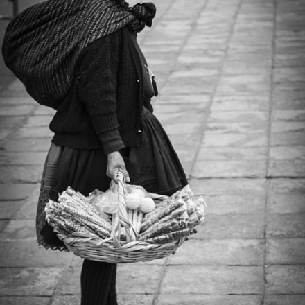 basket lady, Canon EOS 600D, Canon EF 135mm f/2.8 Soft