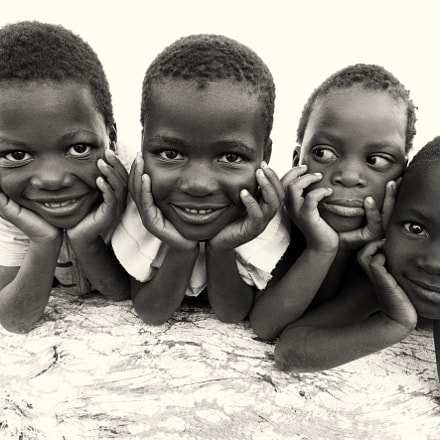 Malawi, kids at the beach of Lake Malawi