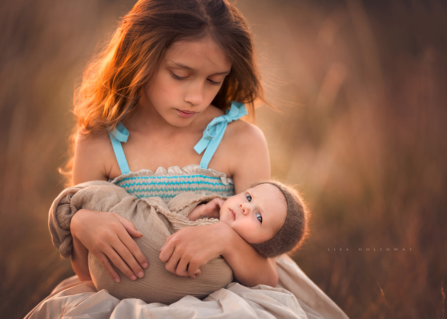 A Sister's Love by Lisa Holloway