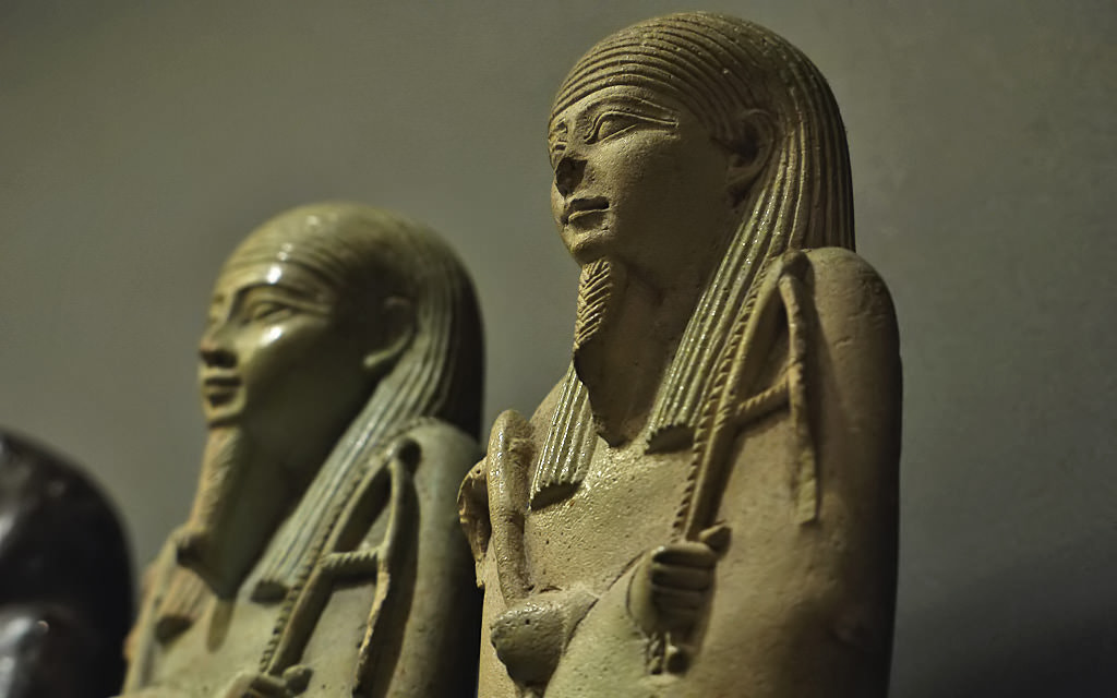 Photograph Egyptian statues, Louvre by Michel L'HUILLIER on 500px