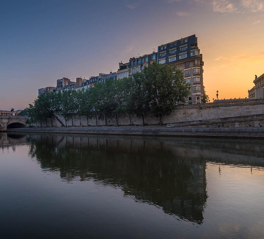 I was still jet lag two days ago so I got up very early and walked around Paris I had to shoot...