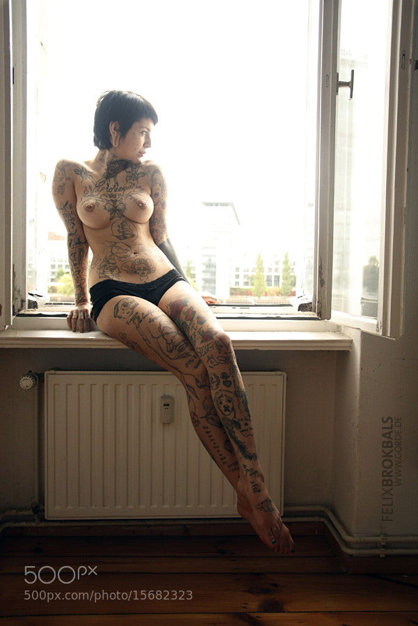 4 Hot tattooed girls