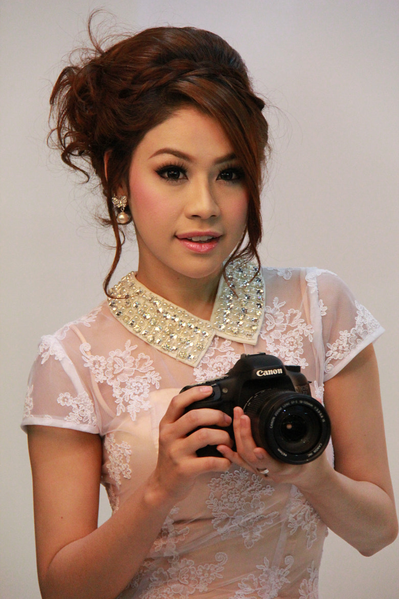 Photograph Canon Pretty Girl by pom nobrandname on 500px