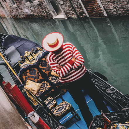 Unknown Venetian Gondolier, Canon EOS REBEL T1I, Canon EF 35-105mm f/4.5-5.6 USM