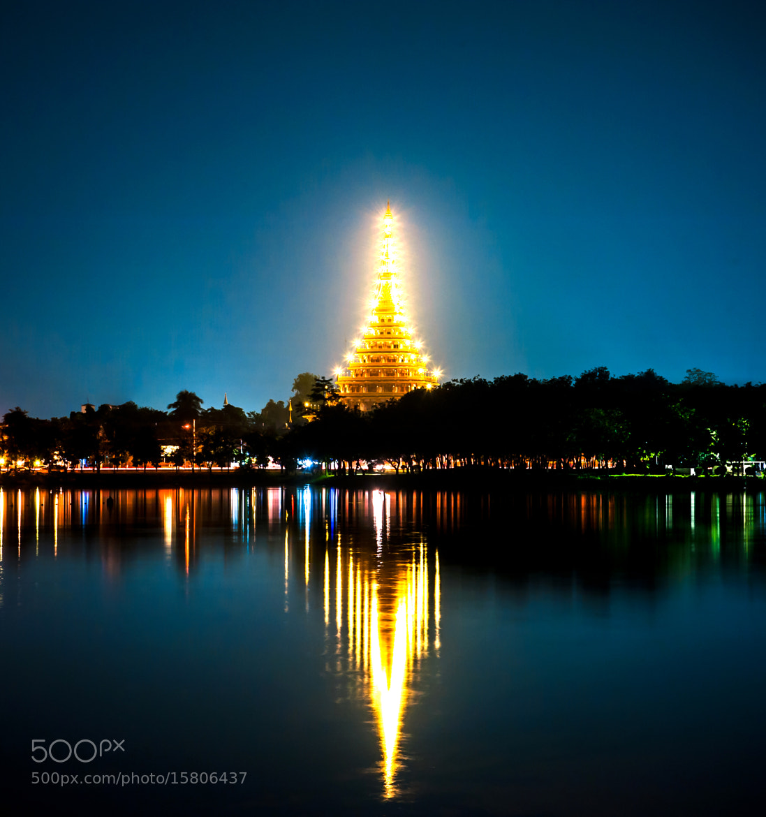 Photograph Phra Mahathat Kaen Nakhon by Kritsana Pinaphang on 500px