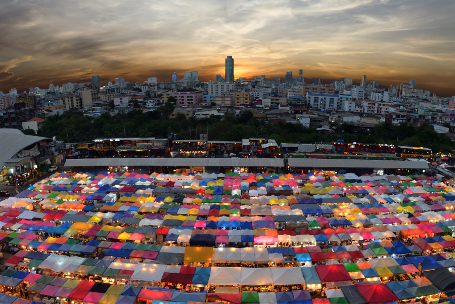 Train market secondhand market in Bangkok, Thailan by Suradech Kongkiatpaiboon on 500px.com