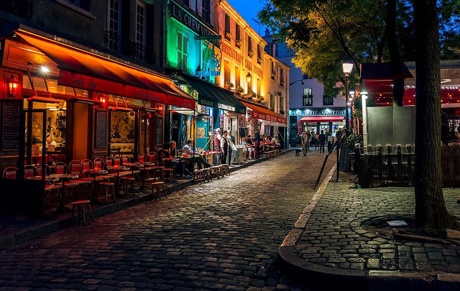 This is a street in Montmartre I shot during Paris in spring! Love this place #photoserge...
