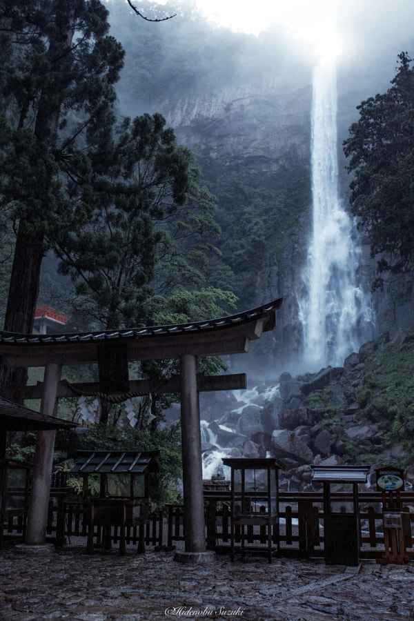 Rain waterfall by Hidenobu Suzuki on 500px.com