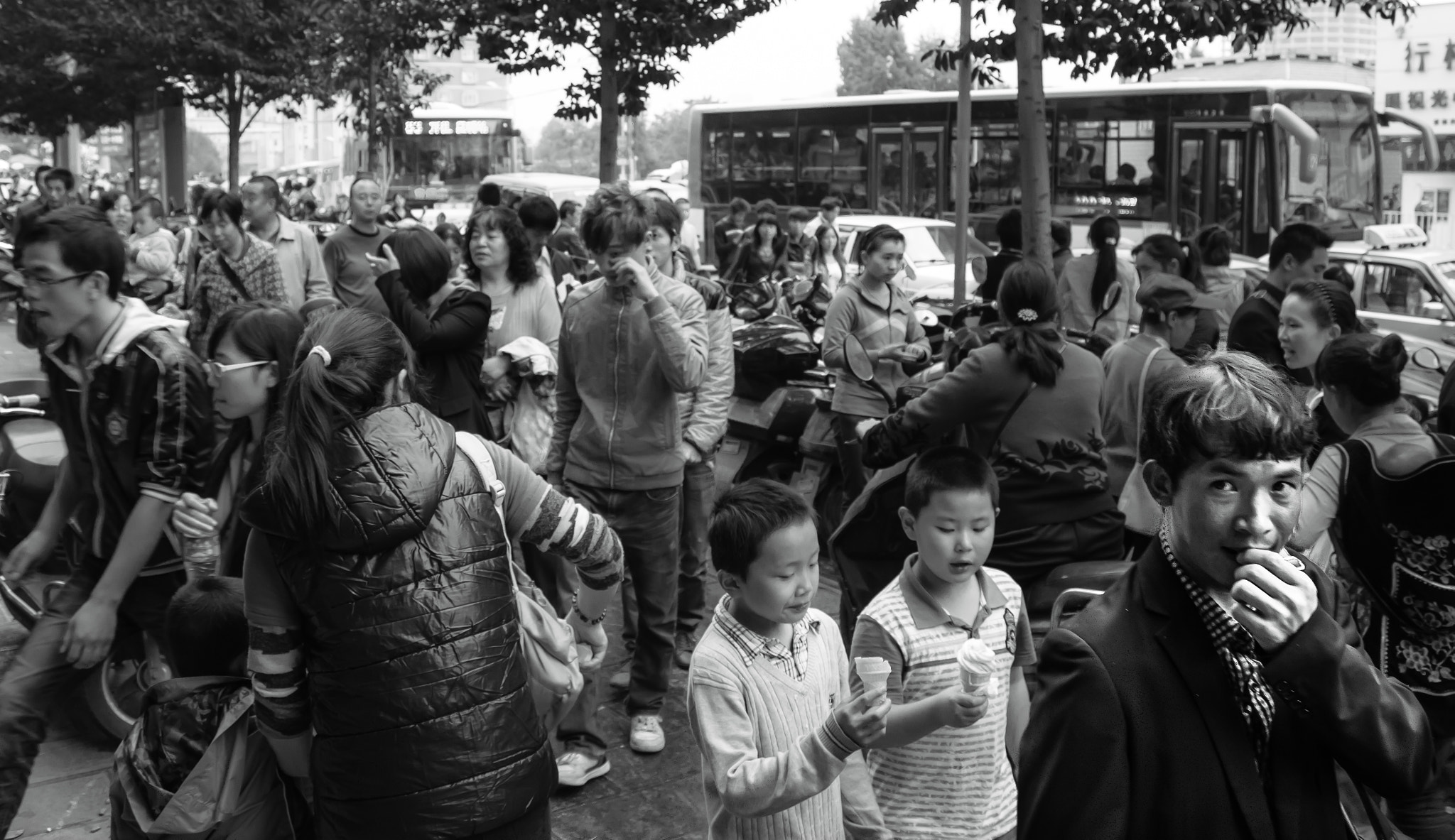 Photograph Chinese Crowd by Luisa Chesi on 500px