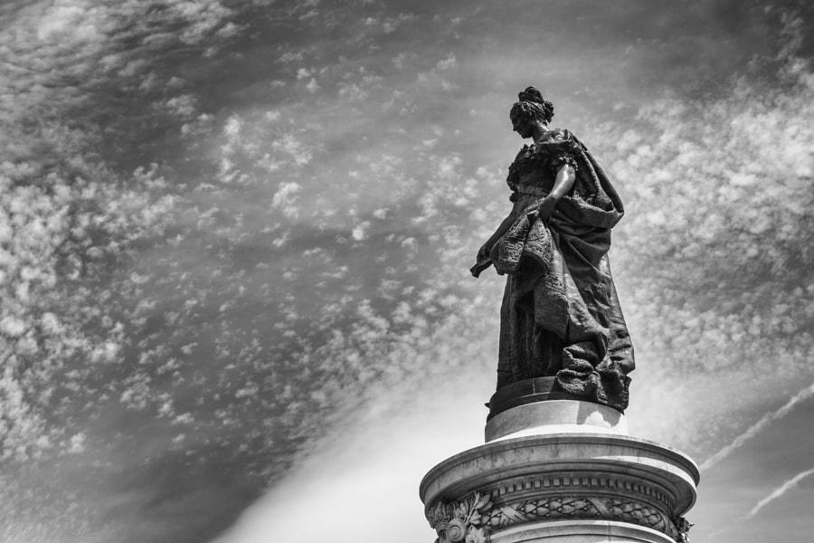 María Cristina de Borbón statue