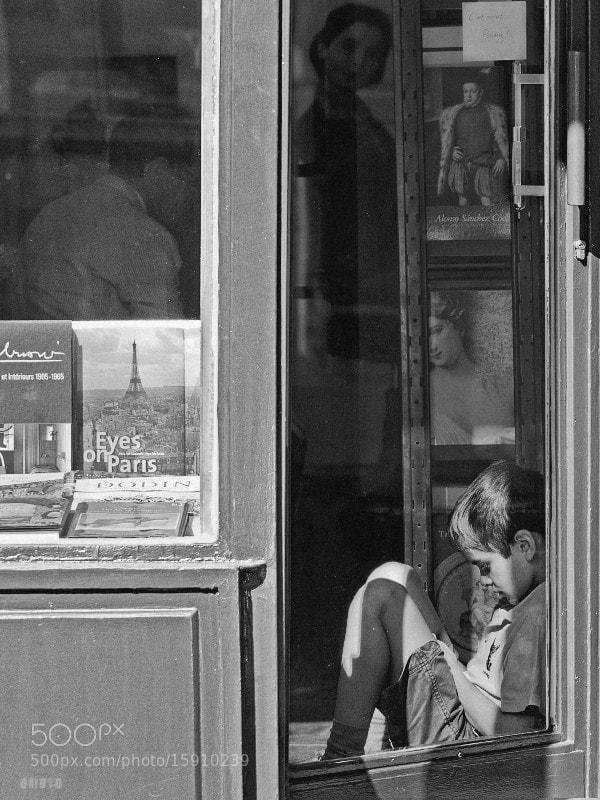 "A boy is waiting endlesssly in an art gallery.    <a href=""http://nightgrain.tumblr.com/"">Photoblog</a>"