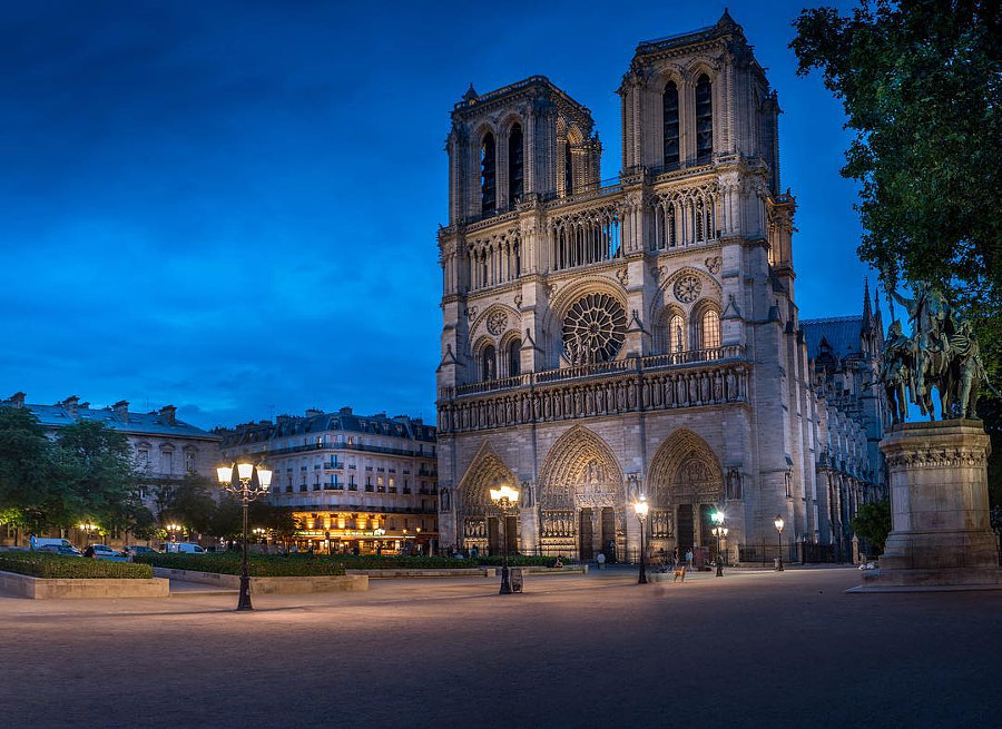 This is a photo I took few nights ago it was the perfect blue hour! #photoserge #notredame...