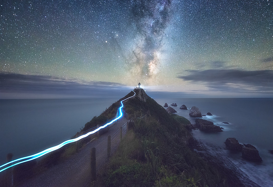 Light Trail, Milky Way & A Lighthouse de Jimmy Mcintyre en 500px.com