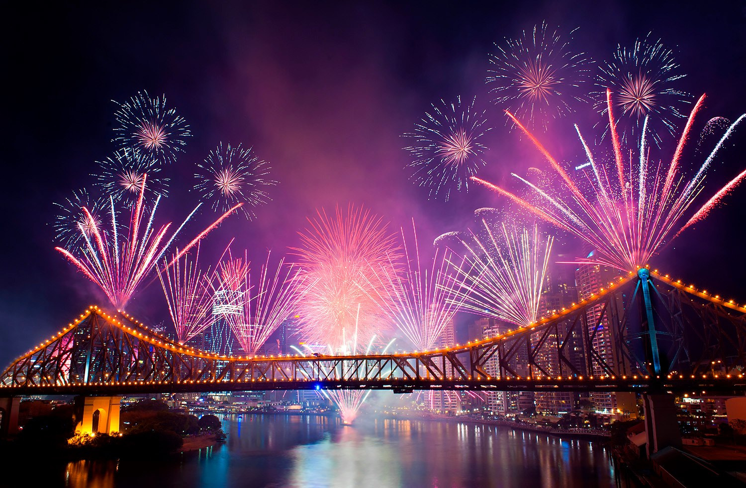 Photograph The fireworks by Jet Uarpanyaporn on 500px