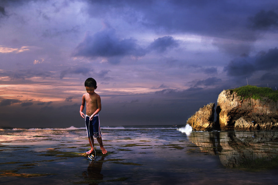 Photograph playing alone by 3 Joko on 500px