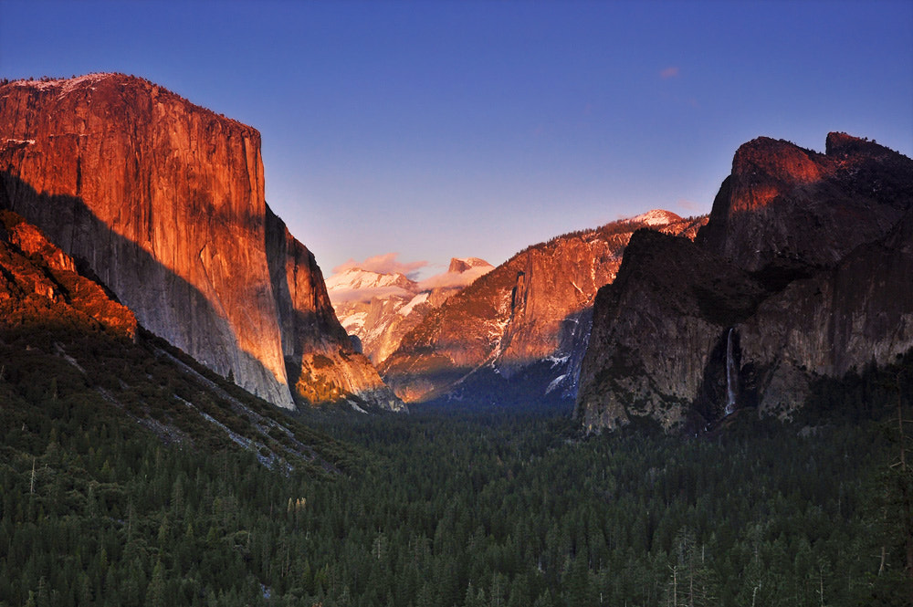 Photograph Yosemite tunnel view by Panitan Jutaporn on 500px