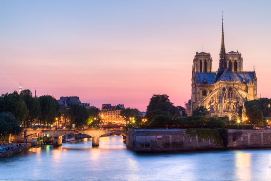 Notre Dame de Paris Cathedral and Ile de la Cité from Sully bridge after sunset