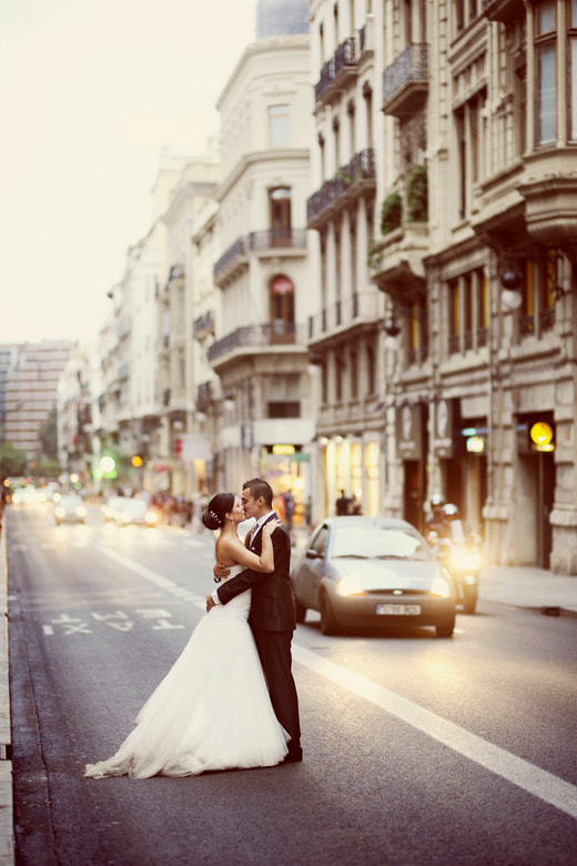Photograph Street Wedding Kiss by Manuel Orero on 500px