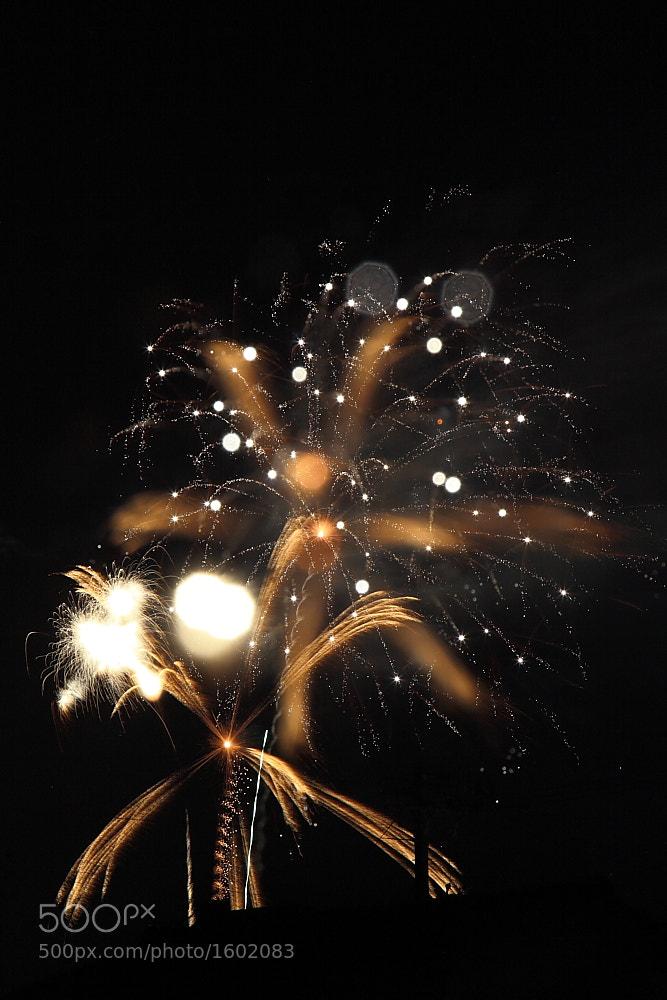 Photograph moving focus 4 - fireworks by kosuke fujimura on 500px
