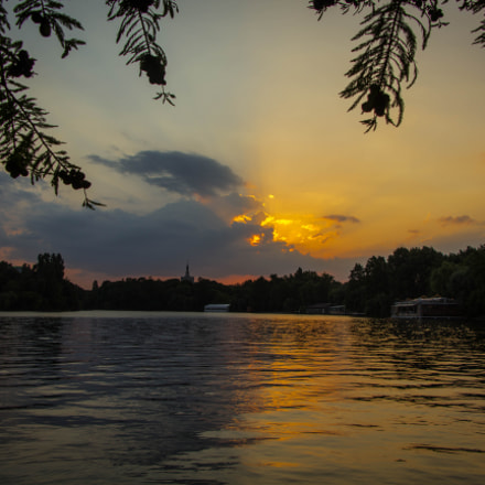 Bucharest @ sunset, Canon EOS 1200D, Canon EF-S 18-135mm f/3.5-5.6 IS USM