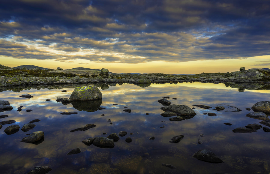 ///EDGEOFNOWHERE by Gaute Hatlem
