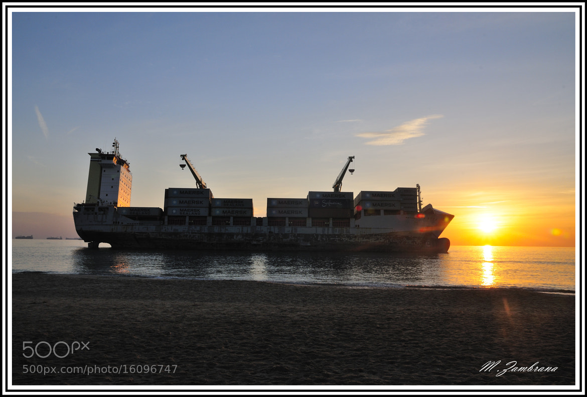Photograph barco encallado by miguel zambrana molina on 500px