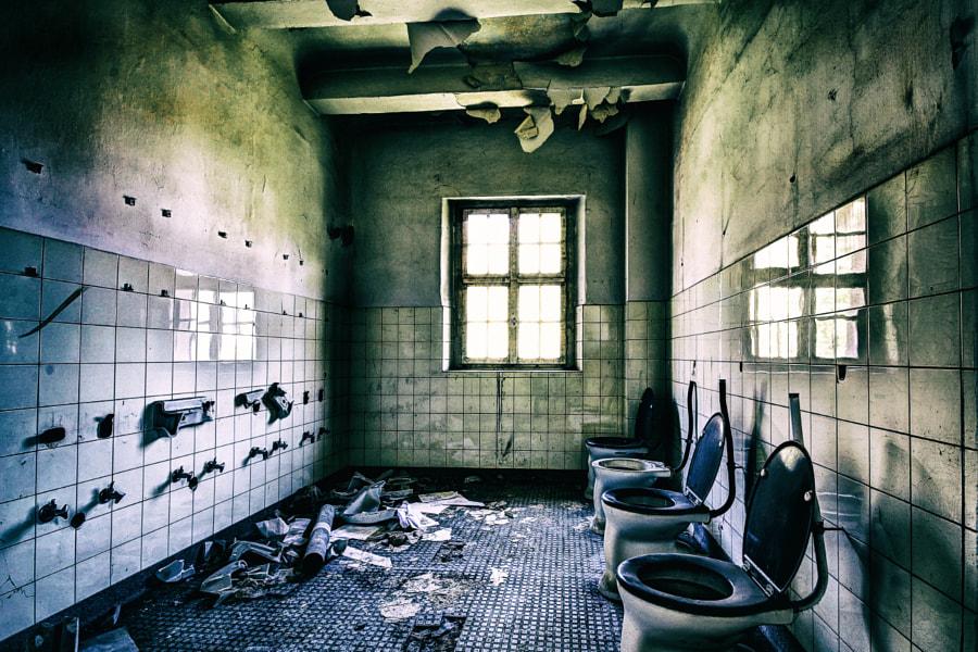 Kent School - Bath Room