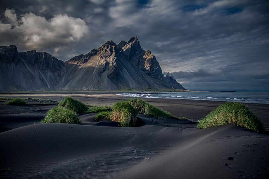Landscape Photo – Mount Vestrahorn in Iceland by landscape and Nature Photographer Dagur Jonsson