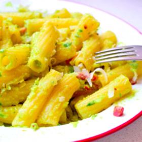 Avocado and bacon pasta