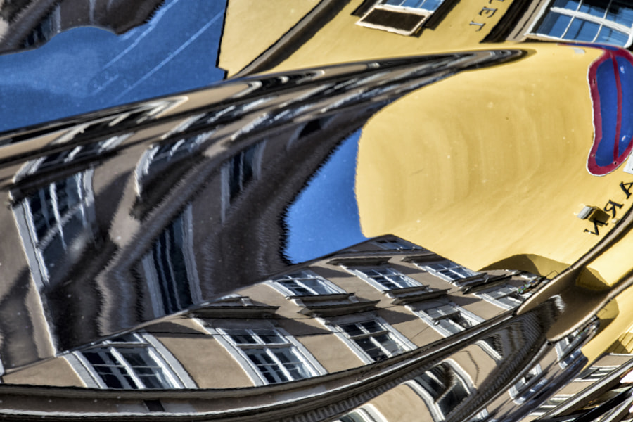 Car bonnet reflections