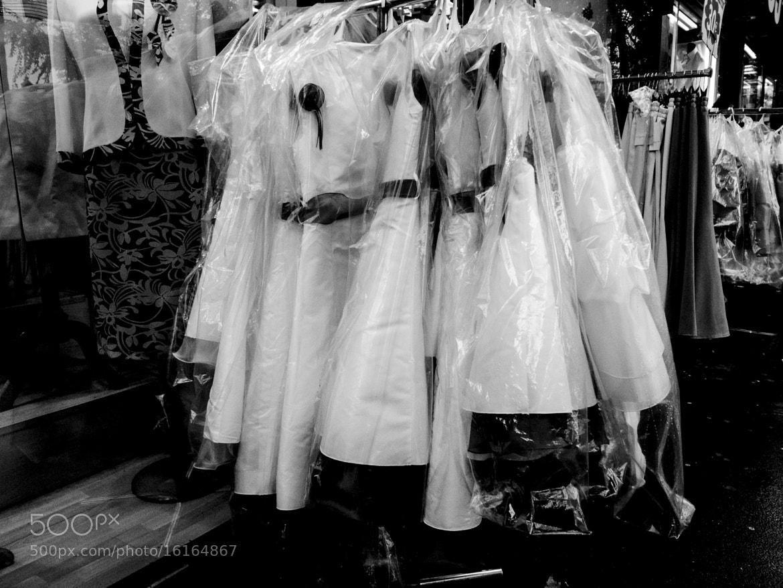 Photograph les robes étouffent sous le plastique by Nathalie D. on 500px