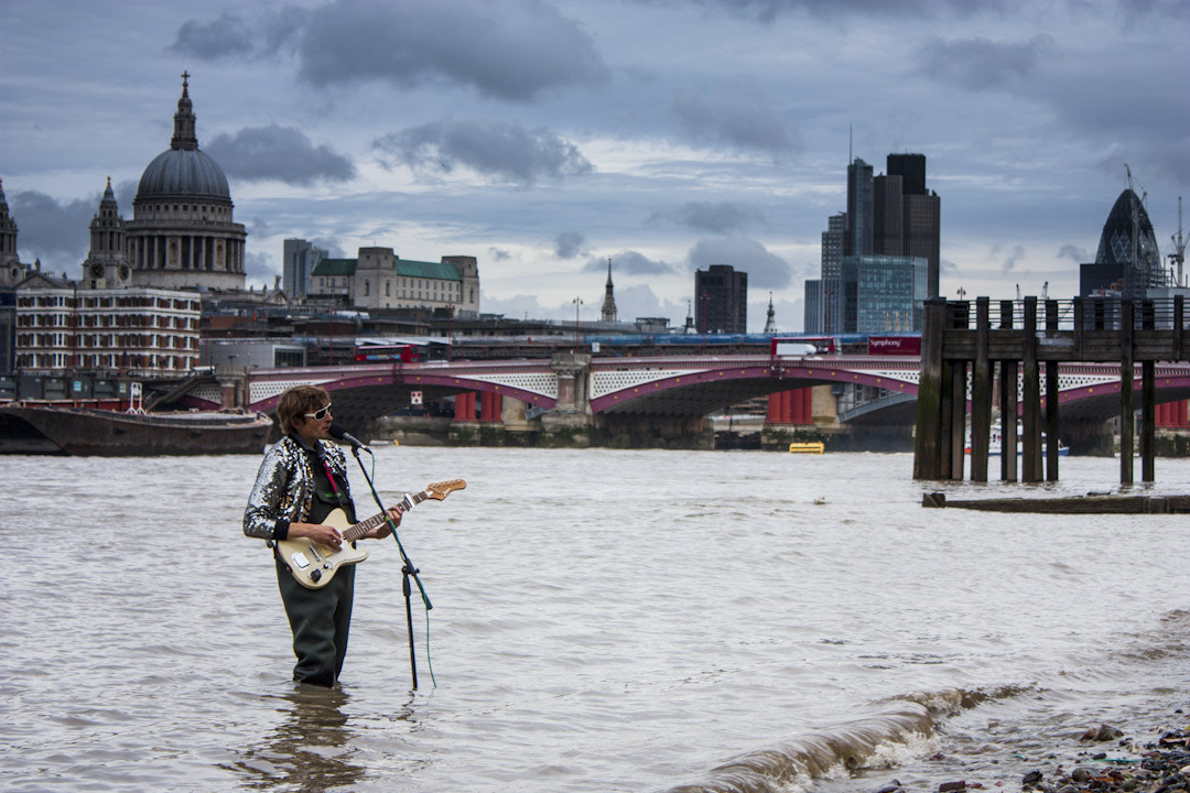 Photograph Guitarist In the Thames by David Giraldo on 500px