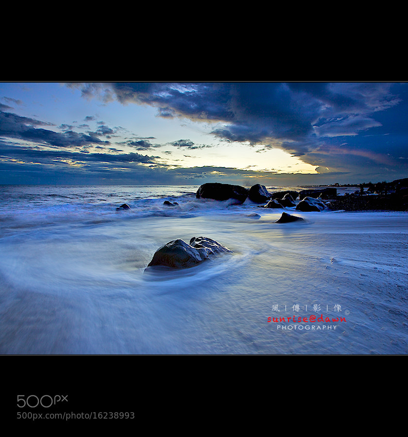 Photograph Lone Rock in Foam by SUNRISE@DAWN photography 風傳影像 on 500px