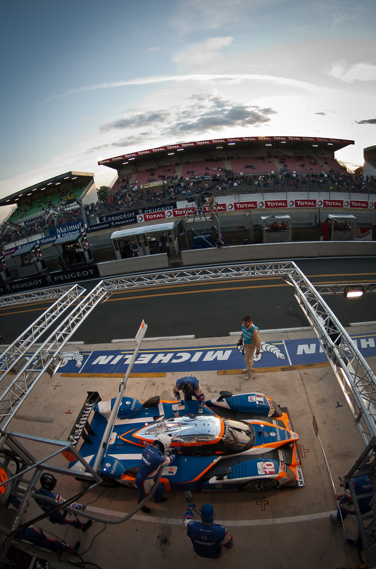 Photograph Peugeot 908 HDI In 24 Hours Pits by Julien REBOULET on 500px