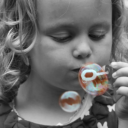 blowing bubbles, Canon EOS 1100D, EF-S55-250mm f/4-5.6 IS STM