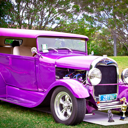 Classic Car 'Purple' Australia, side view.